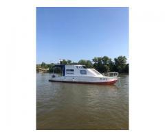 Čamac sa kabinom + motor